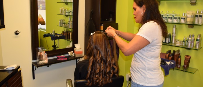 hair stylist available online